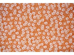 Tela florecitas blancas con fondo naranja