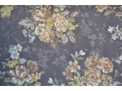 Tela con fondo oscuro y estampado de flores en tonos claros